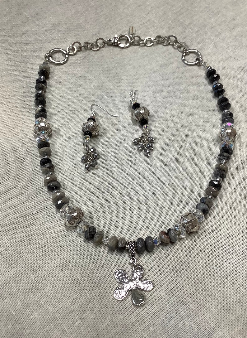 Flower necklace with black leaf Jasper