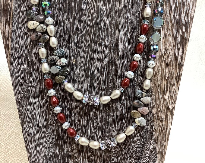 Double choice pearl and jasper necklace