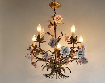 Romantic Italian Florentine Tole Chandelier Hand Made Pink Ceramic Roses Pendant Ceiling Light Flower Chandelier Gold-Plated Metal Leaves