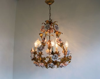 Gorgeous Italian Florentine Tole Chandelier Hand Made Pink Ceramic Roses Pendant Ceiling Light Flower Chandelier Gold-Plated Metal Leaves
