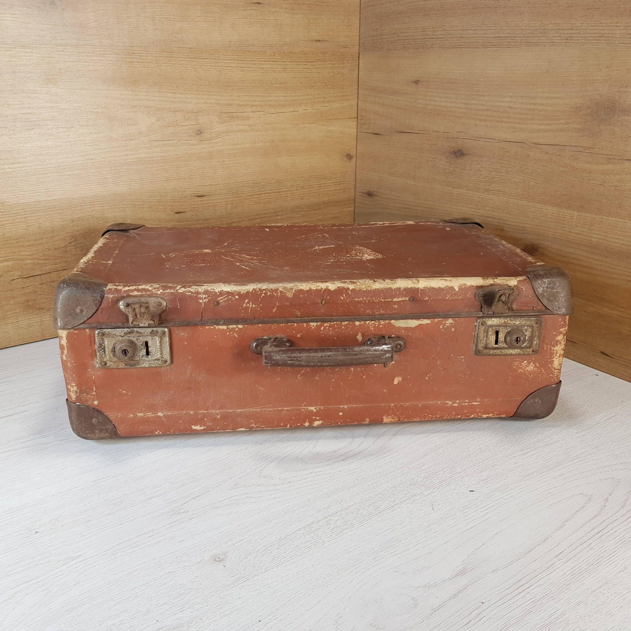 valise vintage vieille valise valise en carton valise etsy. Black Bedroom Furniture Sets. Home Design Ideas