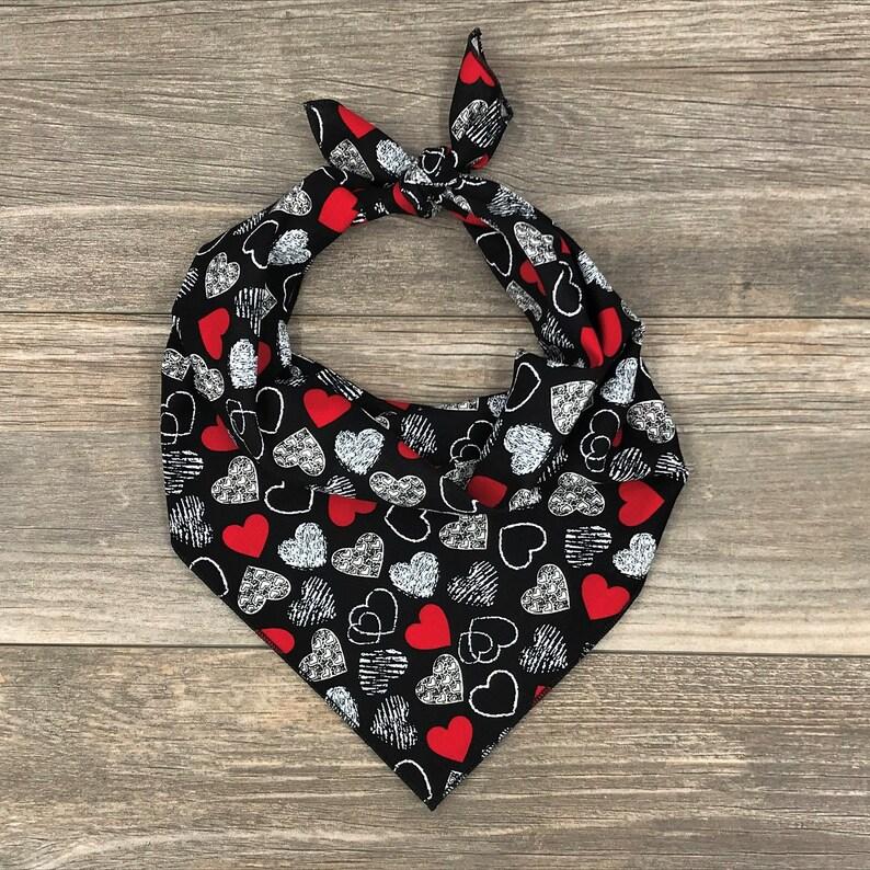 Valentine/'s Day Dog Bandana White /& Red Hearts Bandana Tie On Dog Bandana Valentine Bandana