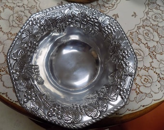 """Lenox Grape Leaf Designed Salad Bowl w/ Silver Finish Made of Metal 12 """" Width Perfect See Pics"""