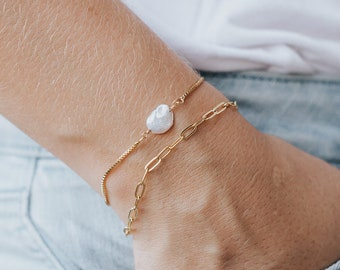 Gold Dainty Pearl Bracelet / Adjustable Bracelet / Dainty Gold Jewelry / Gold Bracelet / Pearl Jewelry / Mothers Day Gift / Christmas Gift