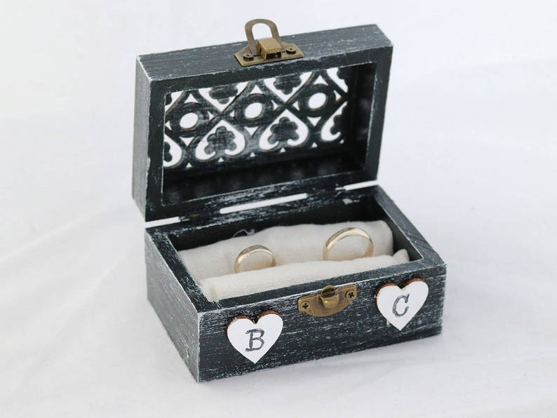 Welp Ring aan toonder vak Wedding ring doosje zwart of witte   Etsy TB-13