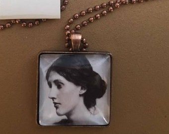 Virginia Woolf pendant necklace