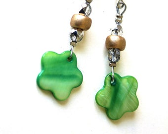 Green Pearl Flower Earrings