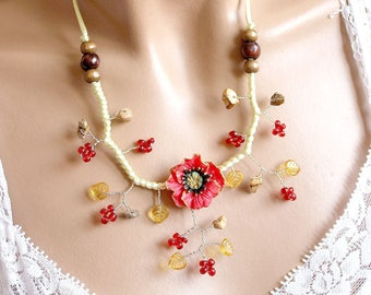 Necklace floral poppy porcelain cold.