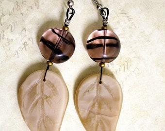 Beige and pink striped earrings black