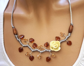 Flower necklace Topaz leaves and vanilla
