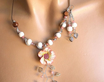 Jewelery set plunging floral pink and beige