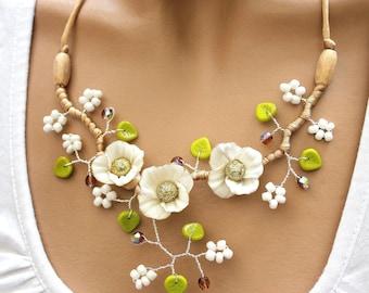 White trio necklace floral