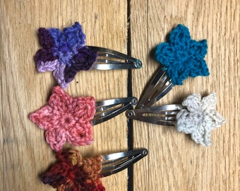 Crochet Flower clips. Hair accessories. Gift for girls. Crochet hair clips. Flower clips