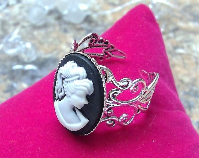 Ring Silver Antique silver, with a noble relief cabochon Madame in black and white, vintage