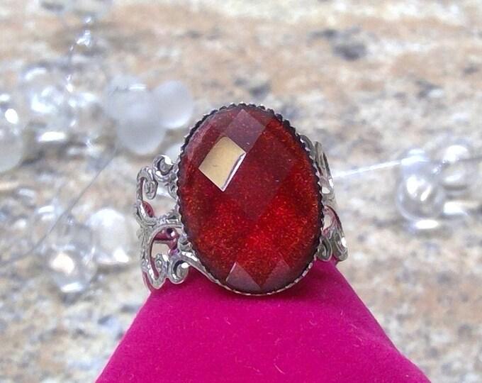 Vintage Ring mit schimmernden Cabochon weinrot