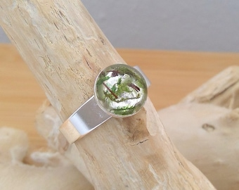Silver ring with real wood and moss in crystal clear resin, size customizable, on request beautiful gift wrapping, trend 2019! Nature