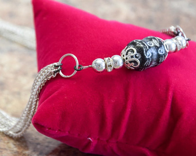 Necklace, solid mehrstrangig with silver beads and a Baroque relief pearl from Bohemia, design elegant, for women women