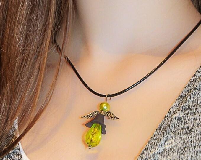 Minze-grüner Perlen Engel auf Lederband