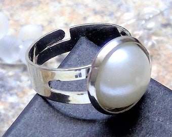 Silver-plated ring with bead-cabochon, size adjustable