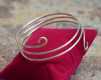 Design Armreif aus Schmuckdraht vergoldet
