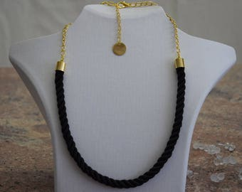 Necklace Long 22k gold-plated satin black, design simply modern stylish elegant, statement necklace for women girls men Unisex