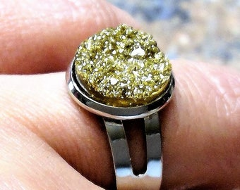 Silver-plated ring with golden ice crystals