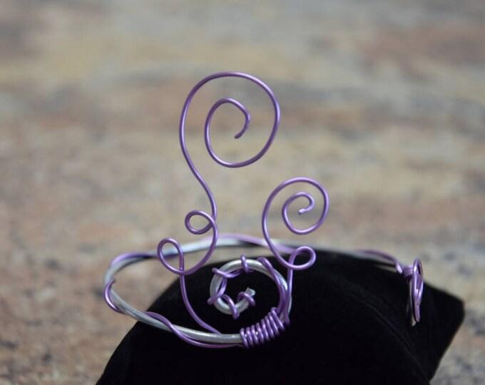 Design Armreifen Silber mit Flieder Element