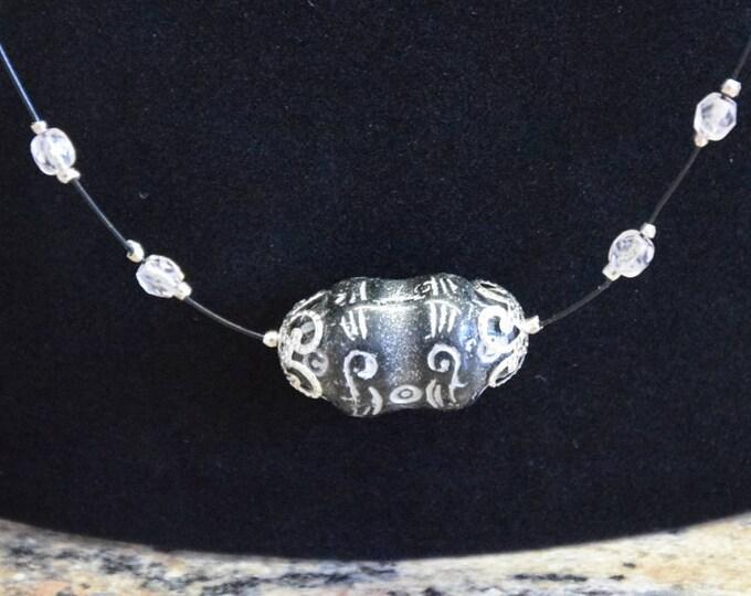 Böhmisches Relief- Perlen Collier mit bicone Kristallen