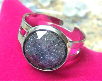 Silver-plated ring with beautiful shimmering glass-cut cabochon