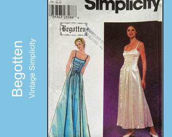 Begotten Pullover Fit and Flare Dress pattern with lace up front, princess seams, Cosplay, Renaissance, Simplicity 8983, Size 4 6 8 10 12