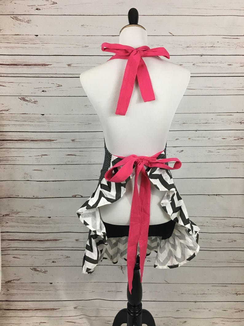 chevron pockets and pleats with bright pink straps. Women/'s apron with pockets Gray polka dot base