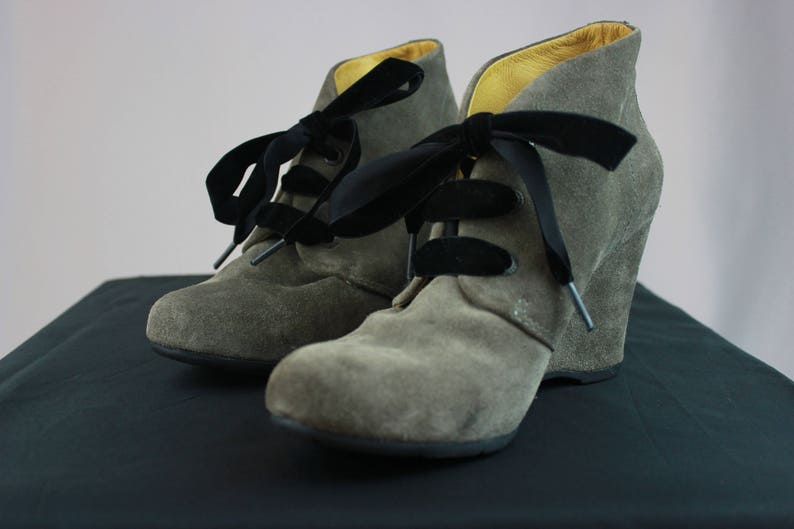 c99f6e6b6400 Gorgeous Bussola Taupe Suede Booties with Velvet Laces. EU