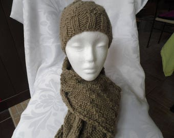 Scarf dark Beige and her matching hat size adult
