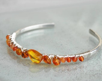 Bracelet in amber and carnelian - Silver 925 hammered Bangle bracelet - orange cuff - Christin Piedra