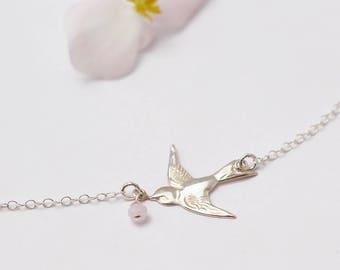 Collier oiseau hirondelle - Collier chaîne fine argent massif 925 - cristaux de verre rose pastel - bijou élégant romantique - bijou oiseau