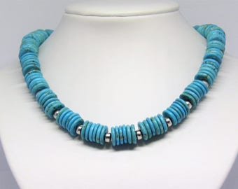 Striking necklace in turqoise look