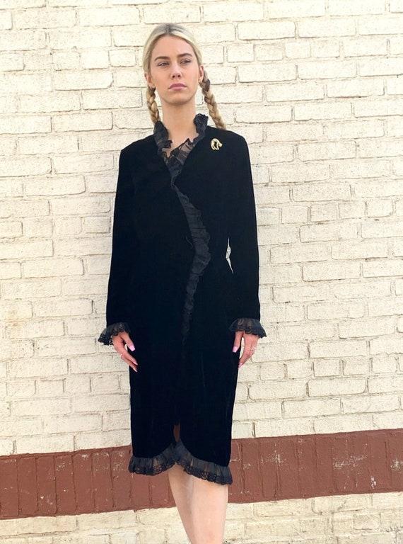 Victor Costa Black elvet Ruffle Dress Size M / Bla