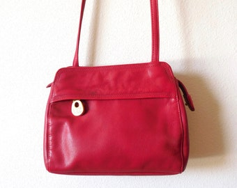 Vintage 1980s 1990s Liz Claiborne Red Leather Bag Shoulder bag Minimalist Red Gold Simple Small bag Mini Crossbody