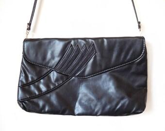 Vintage 1980s Black Should bag Envelope bag Vegan Simple Rectangular Faux Leather Minimalist 80s purse Envelope bag Crossbody Shoulder bag