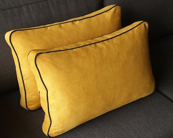 Cushion rectangle yellow piping suede black