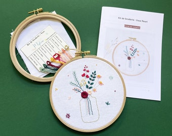 COMPLETE KIT: Embroidery flower vase, material and explanation booklet / Embroidery kit for beginners, Floral embroidery, Pink embroidery and mimosa