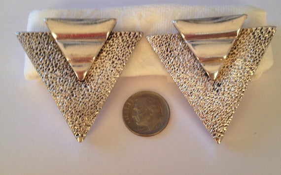 Geometric 1970/'s hammered silver tone earrings clip and beautifully crafted maybe silver but no hallmark