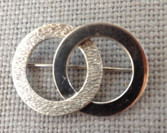 vintage sterling silver overlap circle brooch pin hallmarked A & Z sterling. circa 1980's
