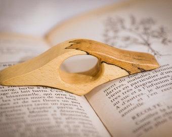 Thumb rings book holders Beech