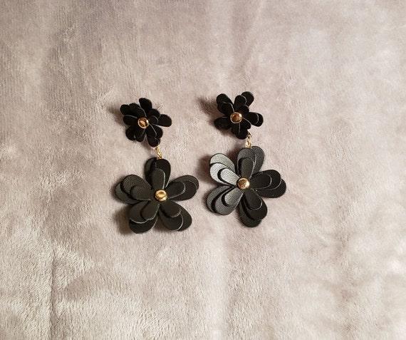 Black Daisy 1960s Style Earrings