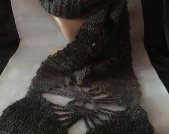 Skull pattern scarf.
