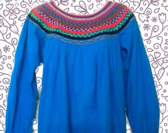 M-L Mexican blouse /hand embroidered/ mexican top/ mexican tunic/peasant blouse/ mexican embroidery