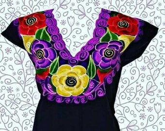 S-M Mexican Blouse/ mexican top/mexican embroidery/ peasant blouse