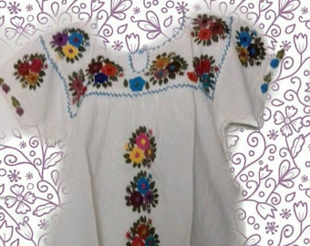 L Mexican Blouse/ Handembroidered/ mexican top/ mexican embroidery/ floral blouse/peasant blouse/mexican embroidered