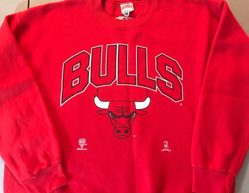 88f7ee9632595c 90s Chicago Bulls Sweatshirt. Vintage Chicago Bulls. Nutmeg